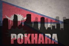 城市的抽象剪影有文本的博克拉在葡萄酒尼泊尔旗子 库存例证
