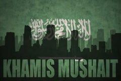 城市的抽象剪影有文本的海米斯穆谢特在葡萄酒沙特阿拉伯旗子 免版税库存照片
