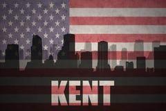 城市的抽象剪影有文本的肯特在葡萄酒美国国旗 免版税库存照片