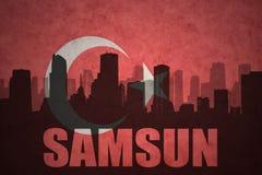 城市的抽象剪影有文本的萨姆松在葡萄酒土耳其语旗子 皇族释放例证