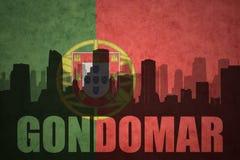 城市的抽象剪影有文本的贡多马尔在葡萄酒葡萄牙人旗子 免版税库存图片