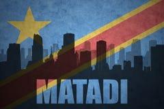 城市的抽象剪影有文本的马塔迪在葡萄酒刚果民主共和国旗子 免版税库存照片