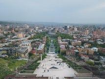 城市的看法从小山的顶端 库存照片