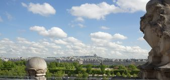 城市的看法从罗浮宫的顶楼的 免版税库存照片