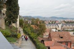 城市的看法从老城市Sighisoara堡垒墙壁的在罗马尼亚 免版税库存照片