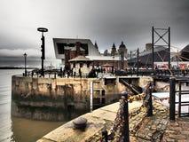 城市的看法日落的利物浦 免版税库存图片