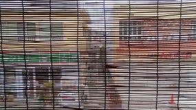城市的看法通过竹窗帘 库存图片