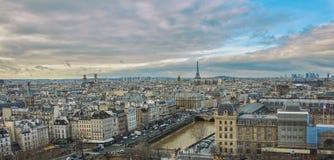 城市的看法从Notre Dame屋顶的  库存图片