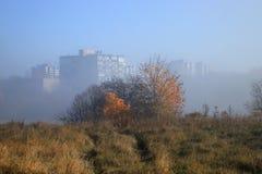 城市的郊外雾的 库存图片