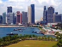 城市的风景有游轮的 库存照片