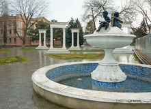 城市矿水城,在卡尔・马克思远景的喷泉 免版税库存照片