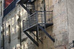 城市砖和防火梯 免版税图库摄影