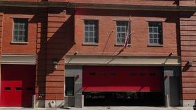 城市红砖消防局白天建立的射击  股票录像