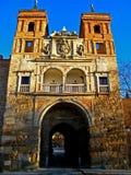 城市给托莱多装门 免版税库存照片