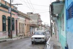 城市缩小的老街道 库存照片