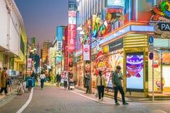 城市美好的全景微明的在上野地区东京 免版税库存照片