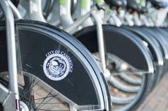 城市自行车停放站在波士顿 库存照片