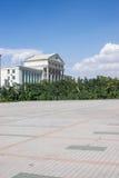 城市草坪喷水隆头正方形系统浇灌 免版税图库摄影