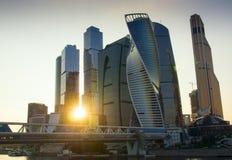 城市莫斯科俄国 商务中心国际莫斯科 山sim ural日落的城镇 库存照片