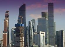 城市莫斯科俄国 商务中心国际莫斯科 山sim ural日落的城镇 库存图片