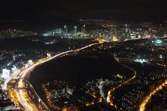 城市街市和摩天大楼的鸟瞰图从伊斯坦布尔青玉,土耳其 免版税库存图片