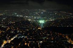 城市街市和摩天大楼的鸟瞰图从伊斯坦布尔青玉,土耳其 库存照片