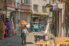 城市街道和面包师 库存图片