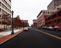 城市街道在周末早晨 免版税库存照片