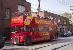 城市观光的公共汽车在多伦多,加拿大 免版税库存照片