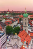 城市视图在慕尼黑, Heiliggeist教会 库存图片