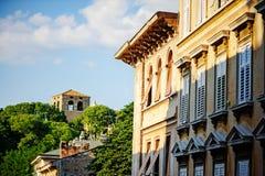 城市视图在晴天在的里雅斯特,意大利 免版税库存照片