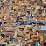 城市视图,很多石头房子 免版税图库摄影