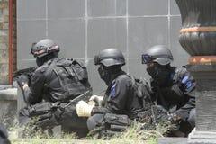 城市警察反暴力恐怖份子的训练独奏中爪哇省 免版税库存照片