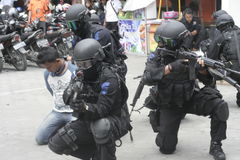 城市警察反暴力恐怖份子的训练独奏中爪哇省 库存图片