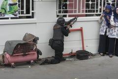 城市警察反暴力恐怖份子的训练独奏中爪哇省 库存照片