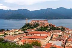 城市费拉约港和厄尔巴岛海岛史特拉堡垒的美好的全景  意大利 库存图片