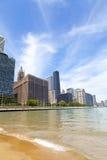 城市走道和海滩 免版税库存图片
