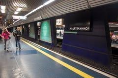 城市路轨的地铁站 免版税库存照片