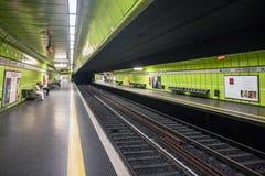 城市路轨的地铁站 免版税库存图片