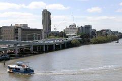 城市轮渡在布里斯班,南银行,晴朗的明亮的d的澳大利亚 免版税图库摄影