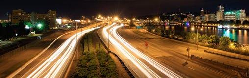 城市轻的晚上波特兰地平线线索 免版税图库摄影