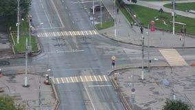 城市道路交叉点的Timelapse顶视图 股票录像