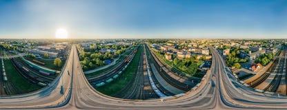 城市里加桥梁和火车路寄生虫球形360 vr视图 免版税图库摄影