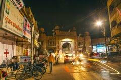 城市门在夜之前在老镇比卡内尔在拉贾斯坦,印度 库存图片