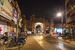 城市门在夜之前在老镇比卡内尔在拉贾斯坦,印度 库存照片