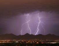 城市闪电山 库存图片
