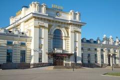 城市雷宾斯克特写镜头的火车站的老大厦的大门 俄国 图库摄影