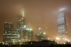 城市雾晚上 库存照片