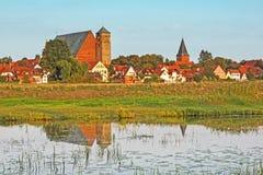 城市韦尔登县都市风景河的阿列尔,下萨克森州,德国 免版税图库摄影
