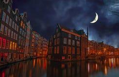 城市风景在阿姆斯特丹荷兰在晚上 图库摄影